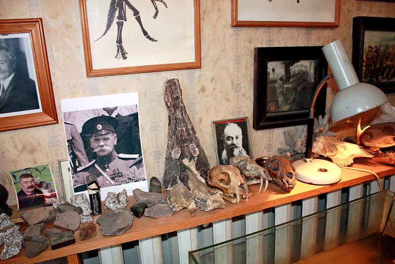 Memorabilia in Yuri Bolotsky's office. В кабинете Болотского.