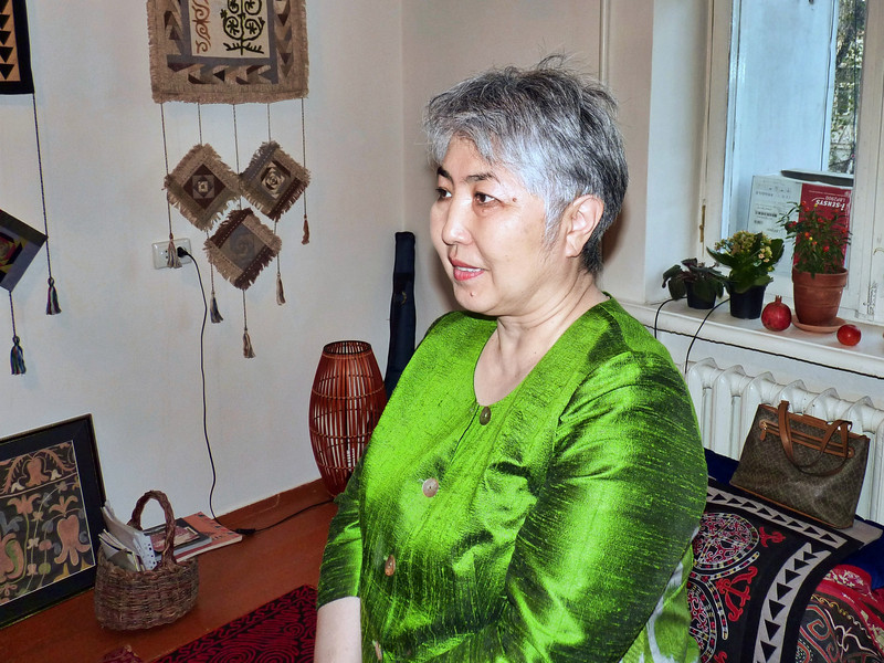 Chinara Seidakhmetova, designer of traditional Kyrgz clothing. Чинара Сейдахметова, модельер нацинальной одежды
