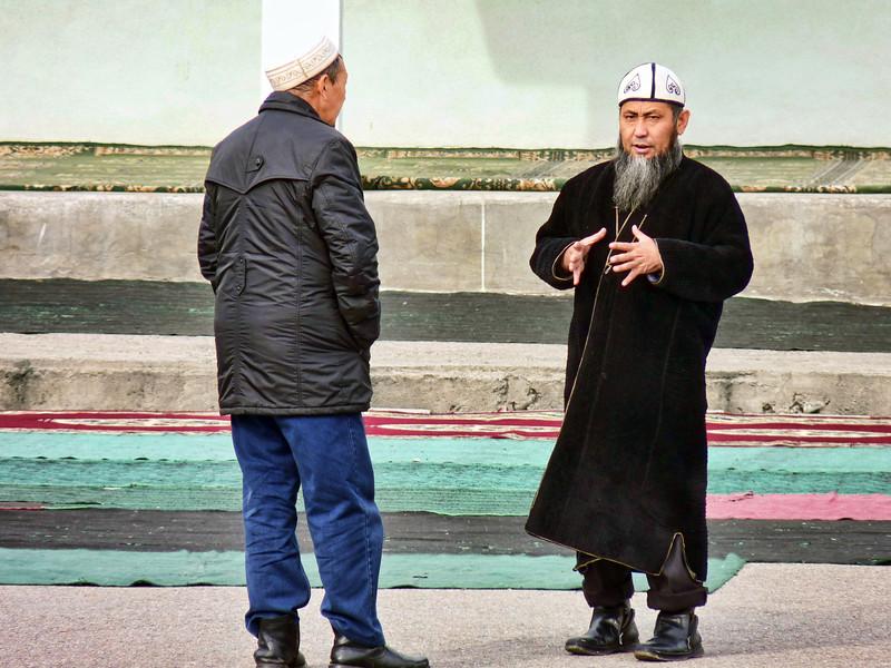 "A member of the missionary group, ""Call to Islam"".  Даватисты. ""Исламский призыв""."