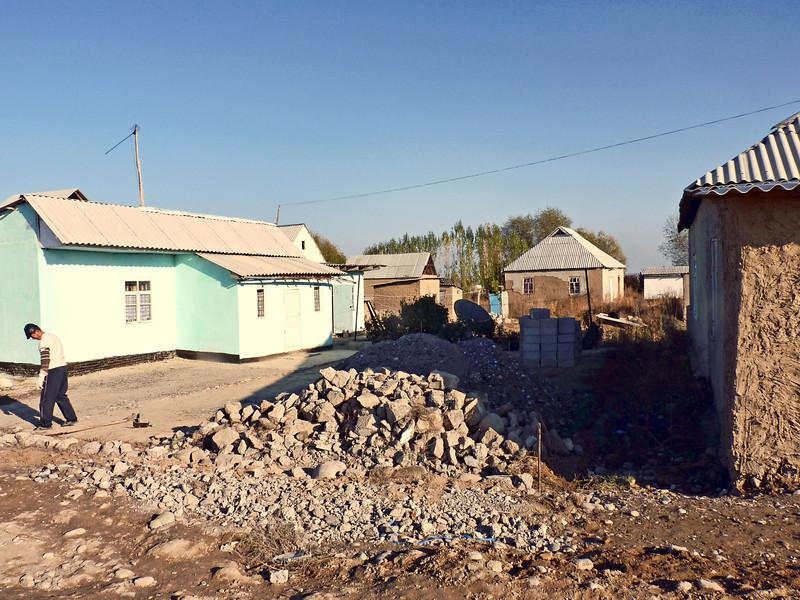 Housing being built on the outskirts of Bishkek where migrants workers are building permanent housing. They recently received electricity. Здесь, в пригороде Бишкека, така называемом нахалстрое,  живут выходцы с Юга республики. Только недавно сюда провели электричество .