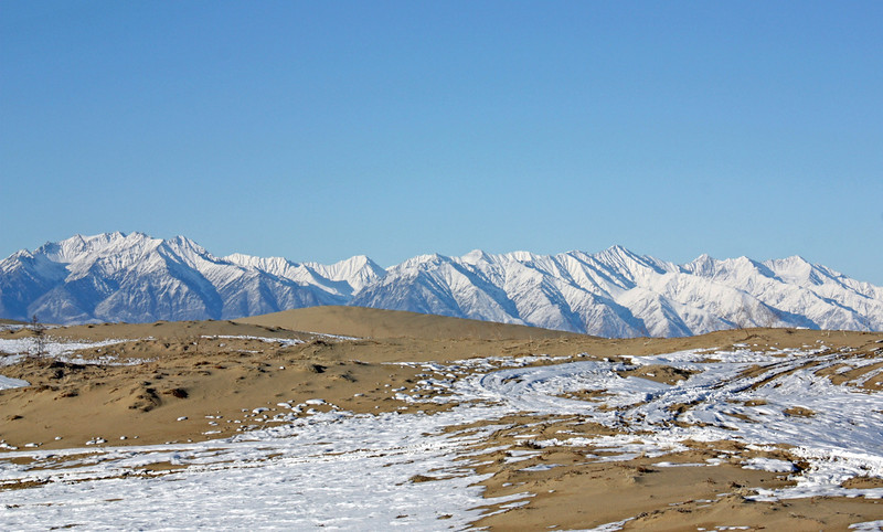 Who would have guessed, there's really a desert in Siberia! The sands of Chara with the Kodar Montains in the background.