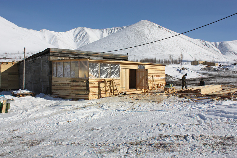 Geologists' work & housing complex in Udokan.  Бытовка геологов в горах Удокана.