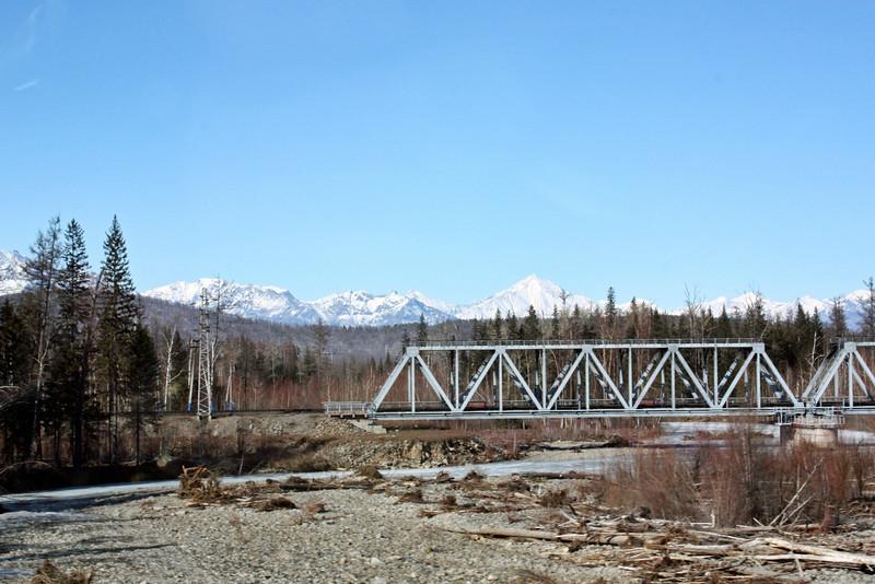 Мост в Чинее к месторождению титана.