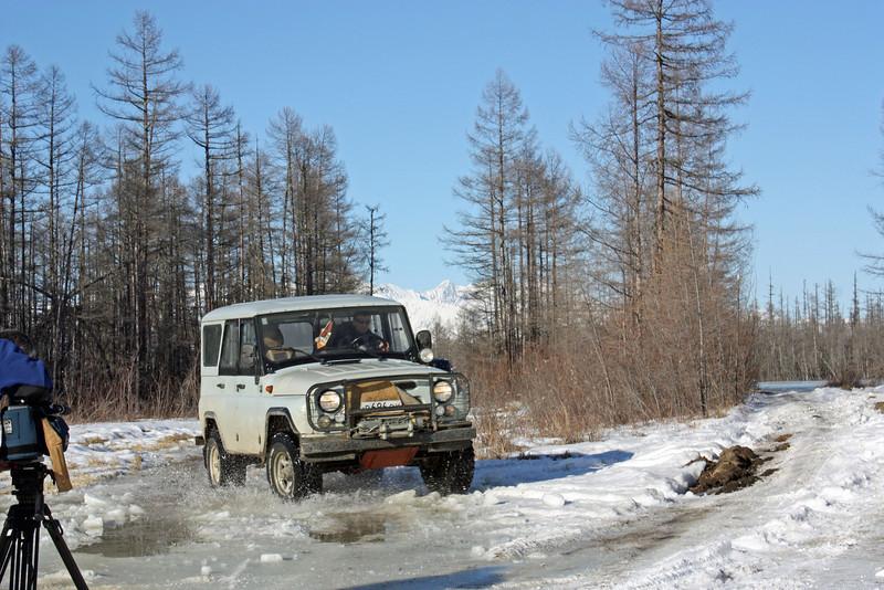Наш УАЗ лучше всех идёт по сибирскому бездорожью.