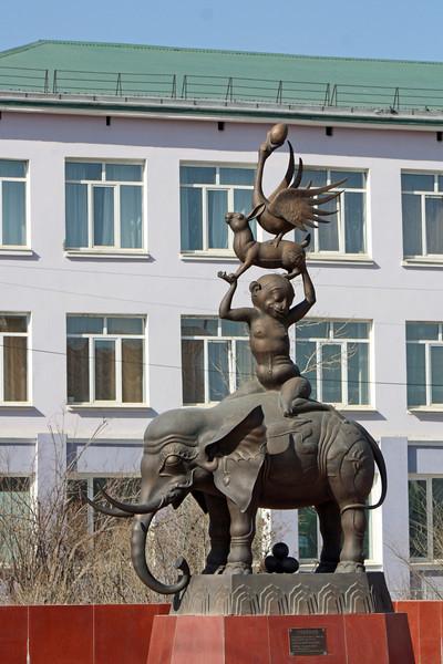 Буддистская скульптура в Агинском.