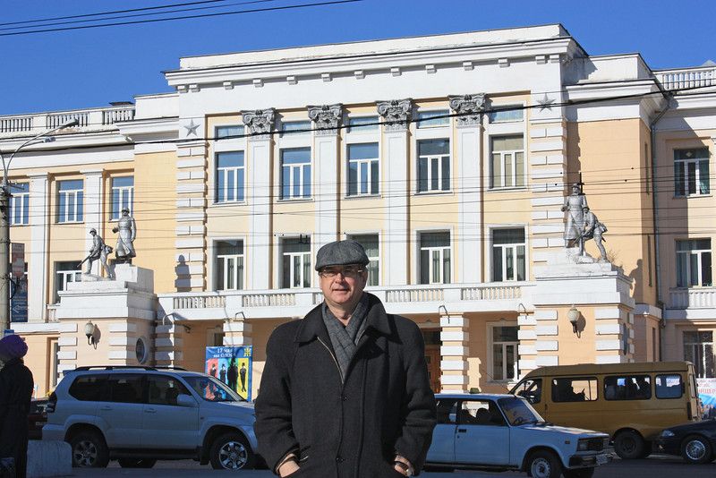 In front of the Officers House where I lectured my air force unit about the Middle East in 1984.