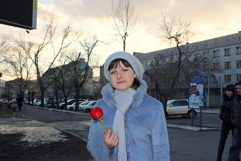Girl with a rose. (Chita)