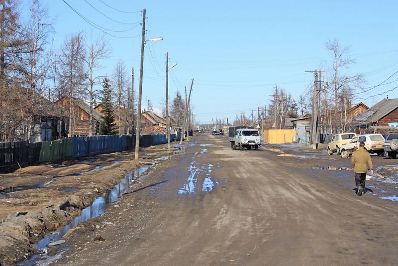The village of Ikabya on the way to Chara.  Посёлок Икабья.