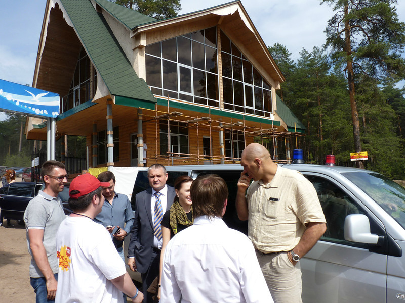 Валуев приехал! Former two time heavy-weight champ, Nikolai Valuev, arriving at Youth City.