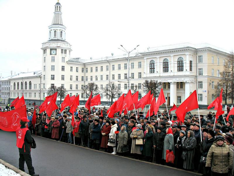Communist Demonstration downtown Cheboksary. (11.07.2009)