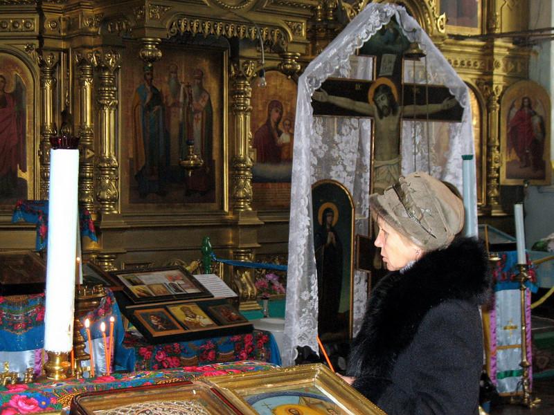 At prayer. (Toguyevo, Chuvashia)