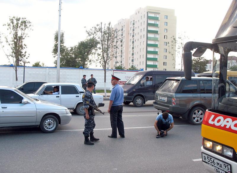 Grozny street - cops, soldiers, machine guns.