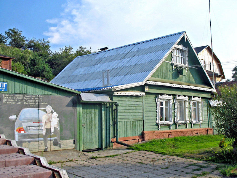 A Borovsk home with painted garage.