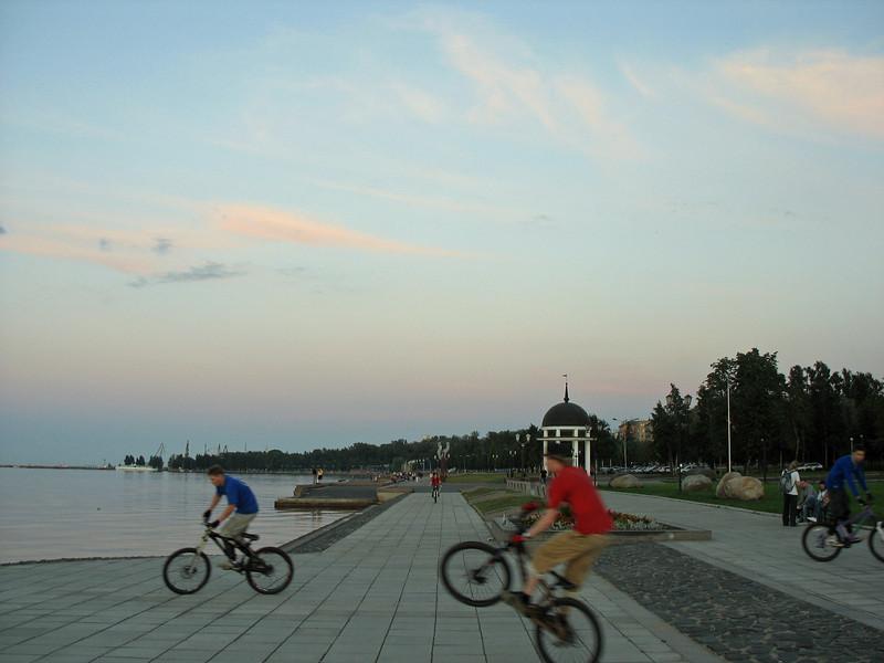 Wheelie on the embankment. (Petrozavodsk, Republic of Karelia, Russia)