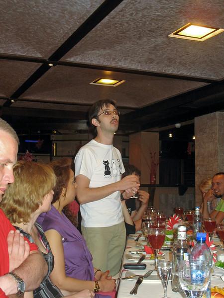 Blogger from Krasnoyarsk speaking at the evening banquet.
