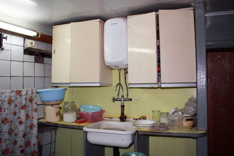 В доме у Зыковых, на деревенской кухне.