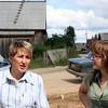 Елена Титоренко, глава инициативной группы по ремноту дороги в селе Калачиги Верхошижемского района Кировской области (слева) и Ирина Меркушева, сотрудница областной администрации, работающая с социальными инициативами. (справа)
