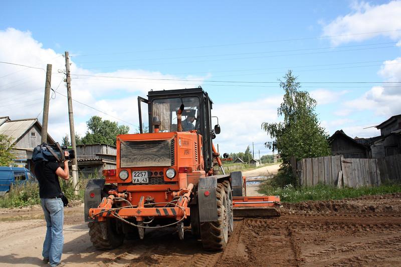 В рамках социальной инициативы строится дорога в деревне Калачиги, Верхошижемского района Кировской области.