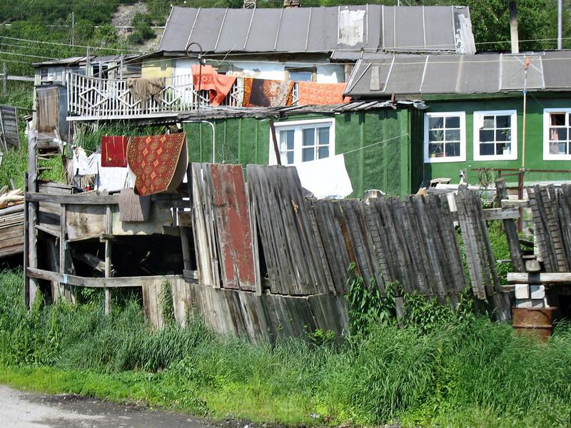 Nagayevo Bay homes near the sea.