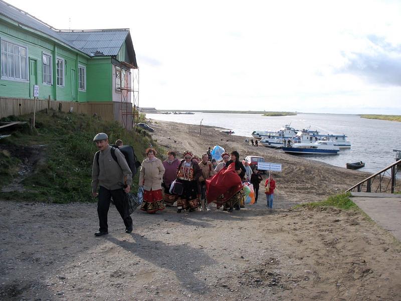 Hi ho, hi ho, it's off to work we go. (Nar'yan-Mar, Russia)