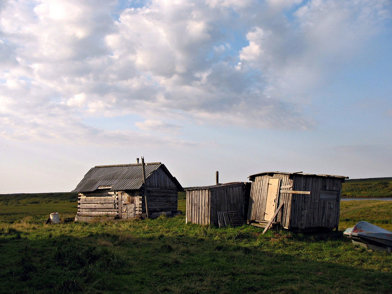 On the way to Pustorzersk. Shack on the tundra.