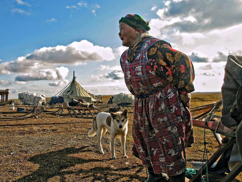 Elderly Nenets Yamp-to woman watching the action. Gotta love the Dalmatians fabric.
