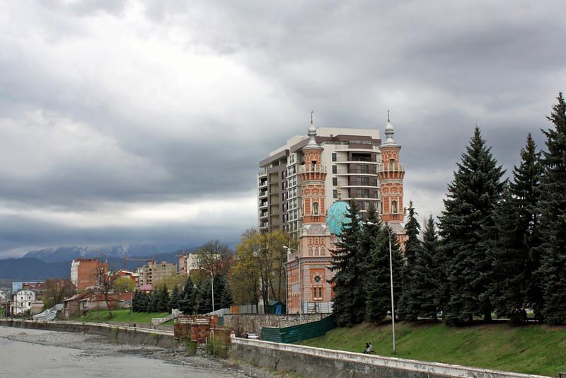 Мечеть на берегу Терека. Владикавказ, Северная Осетия-Алания.
