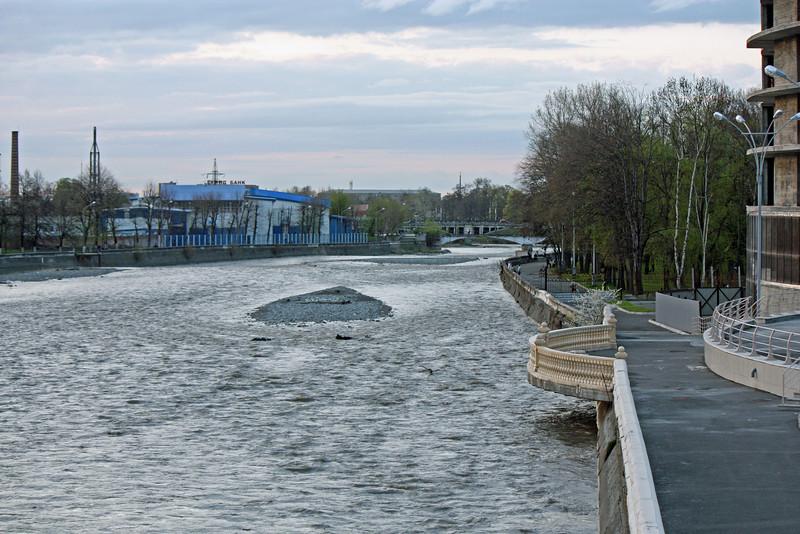 Balustrade along the Terek River embankment in Vladikavkaz.