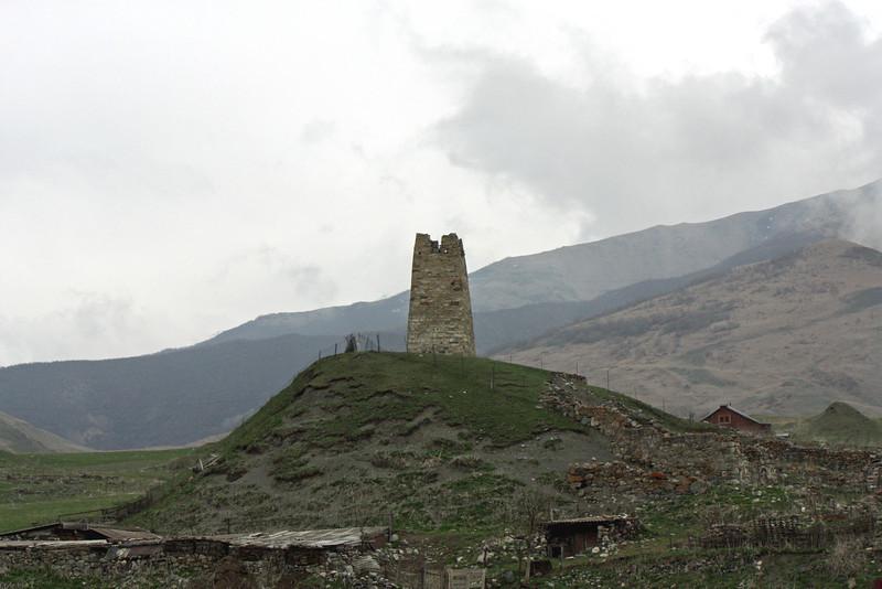 Родовые башни осетин. Ancient tower.