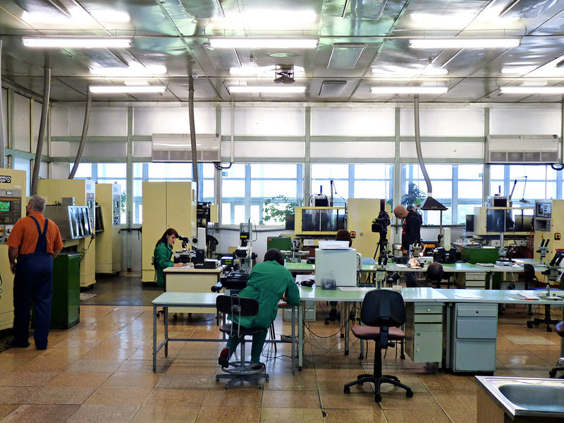 "На заводе ""Мединж"". At the CardiaMed, medical engineering, factory."