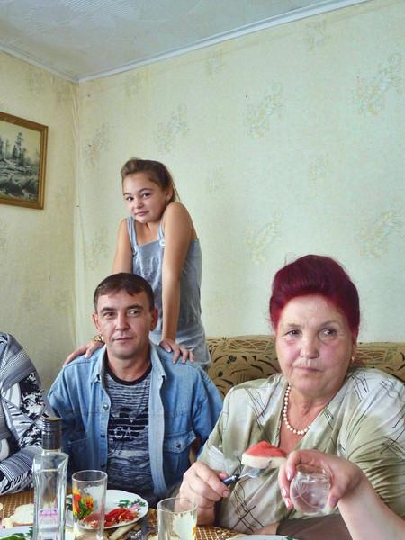 Альбина, папа Рафаил и бабушка Марьям Бадаевы. Mariam with her son Rafael & grand daughter, Albina.