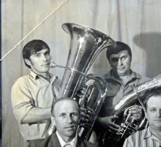 Слева с трубой - Юсеф, каким я его помню.