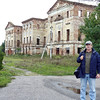 Rustem on the grounds of former Prince Kurakin's family estate. На развалинах имения князя Куракина.