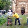 Добровольные работы на восстановлении кладбищенского храма в деревне Куракино.