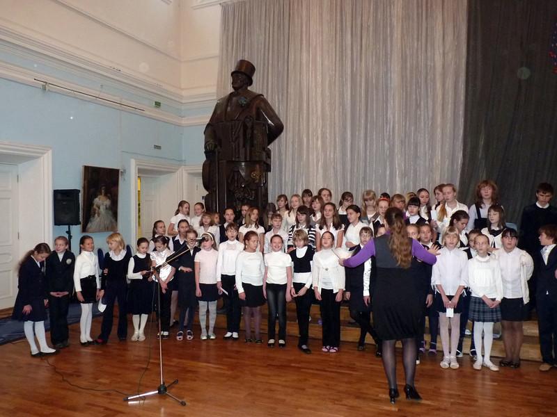 Student choir at the Diaghilev Gymnasium.  Хор репертирует рождественские песнопения в гимназии С. Дягилева. (Perm, Russia)