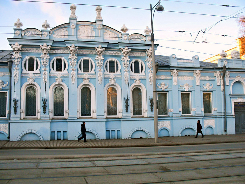 """Gribushin House. This 18 room mansion was built in the early 1900s for a local tea merchant is said to be the prototype of the 'House with Figures' in Pasternak's novel, """"Dr. Zhivago"""". The Gribushin family left Russia after the Revolution during which time the building was used as a hospital. It is now home to the Urals branch of the Russian Academy of Sciences.  Дом Грибушина в Перми. У Пастернака в """"Докторе Живаго"""" упоминается как  """"дом с фигурами"""" в Юрятине."""
