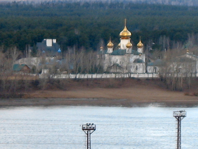 На другом берегу Камы. Church on the Kama River bank.