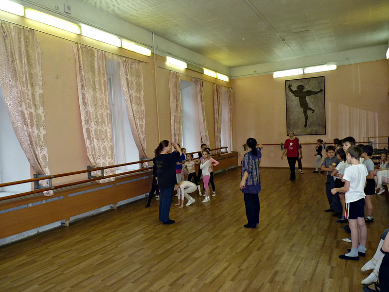 Урок хореографии. Гимназия им. С. Дягилева. Choreography lessons at the Diaghilev Gymnasium. (Perm, Russia)