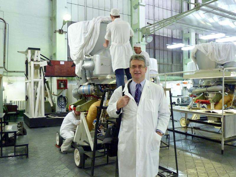 "Rustem Safronov, RT producer, at Proton-PM.  Продюсер RT Рустем Сафронов на заводе ""Протон-ПМ""."