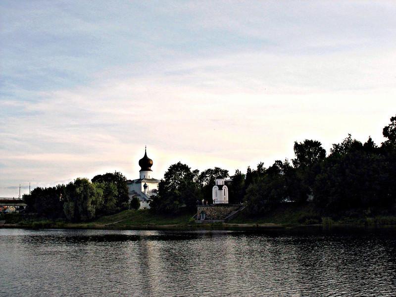 Church & chapel on the Velikaya River bank.