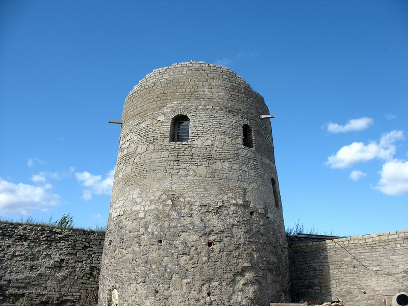 """Izborsk Fortress, Tower Lukovka (""""Onion Tower""""), constructed in 1330."""