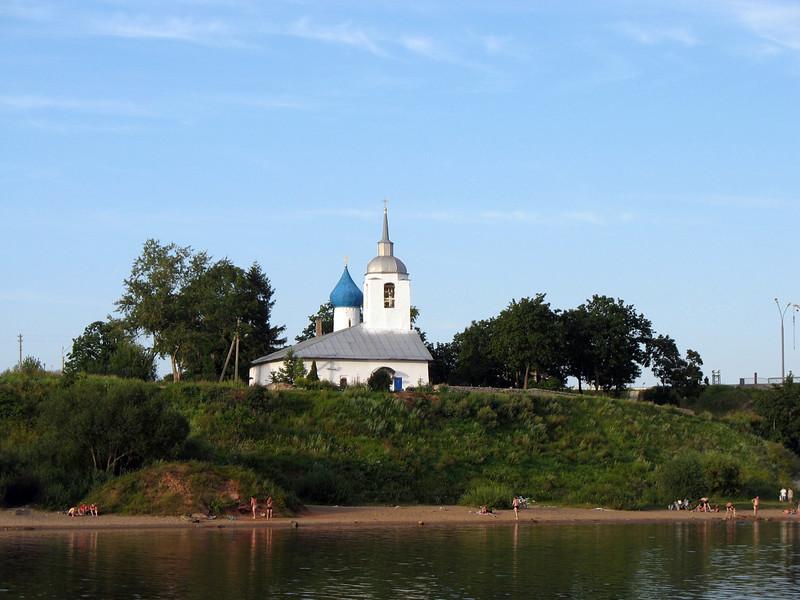 Church & swimmers on the Velikaya River embankment.