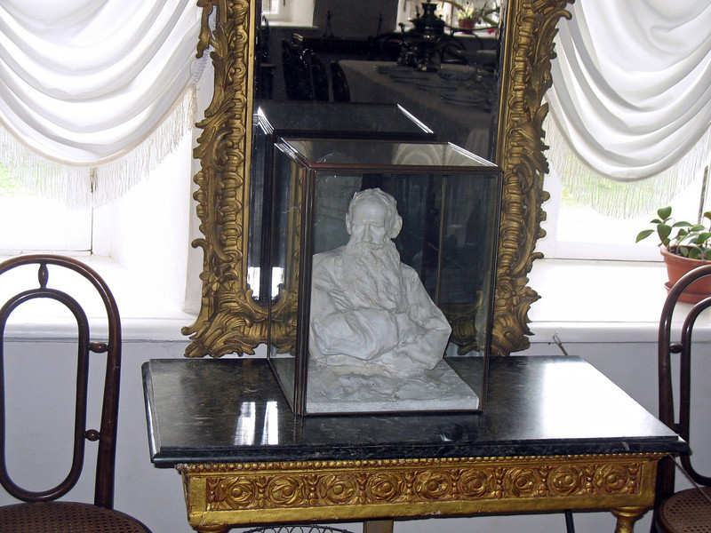 Bust of Tolstoy.
