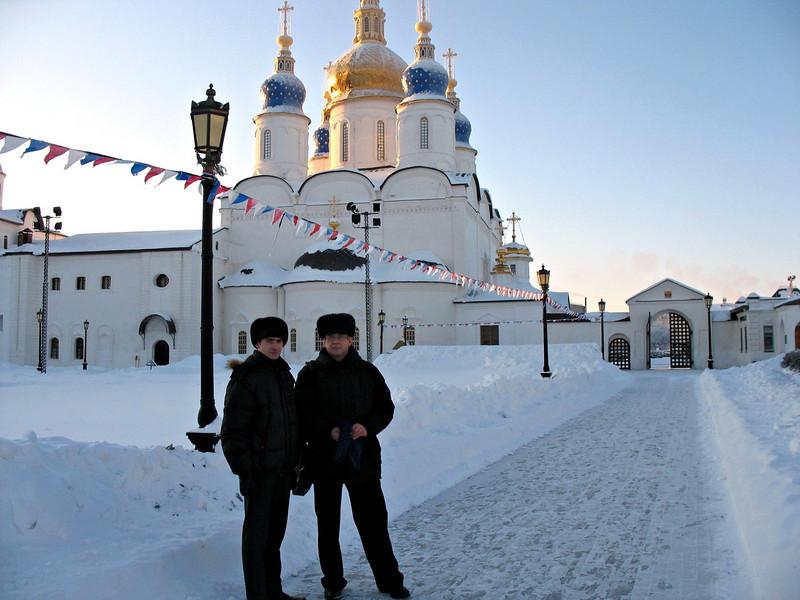 With Kremlin guide. (Tobolsk, Russia)