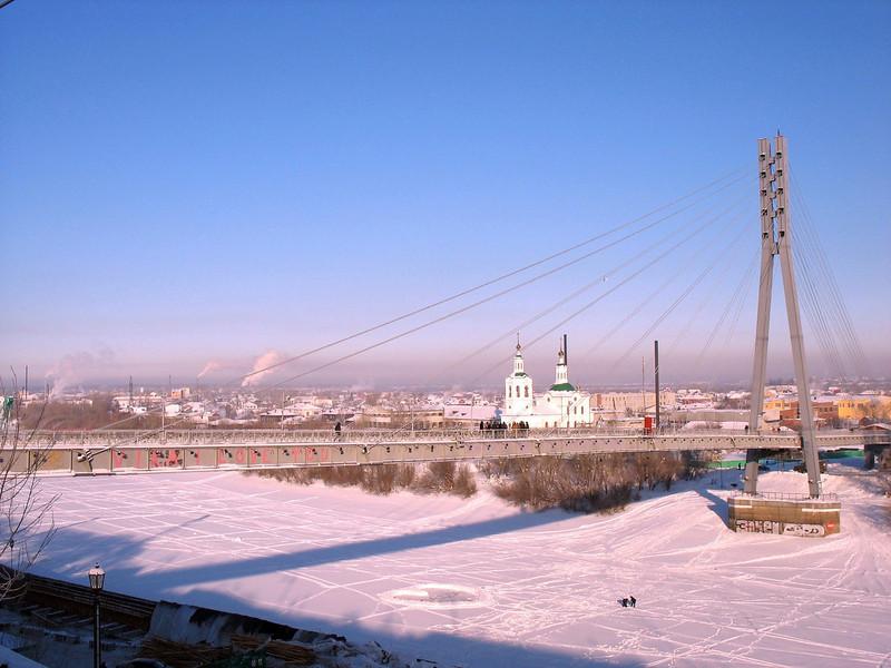 Lover's Bridge over the Tura River. (Tyumen)