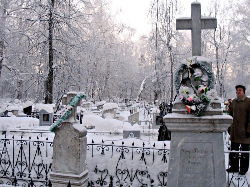 """Grave of Russian poet, Ershov.  <br /> Могила поэта и просветителя Ершова, автора """"Конька-горбунка"""", Тобольск."""