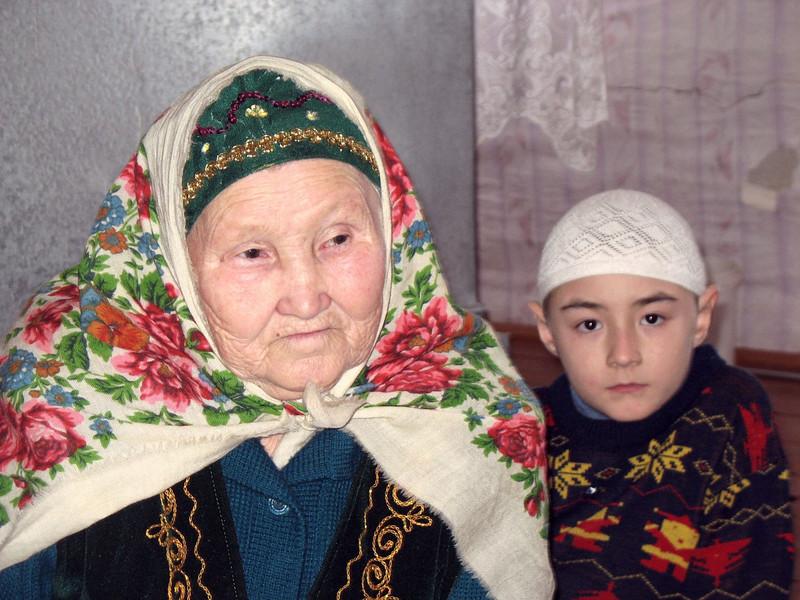 Tatar woman & grandson. (Laytamak Russia)