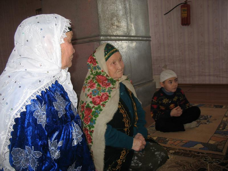 Tatar women in Laytamak's mosque.