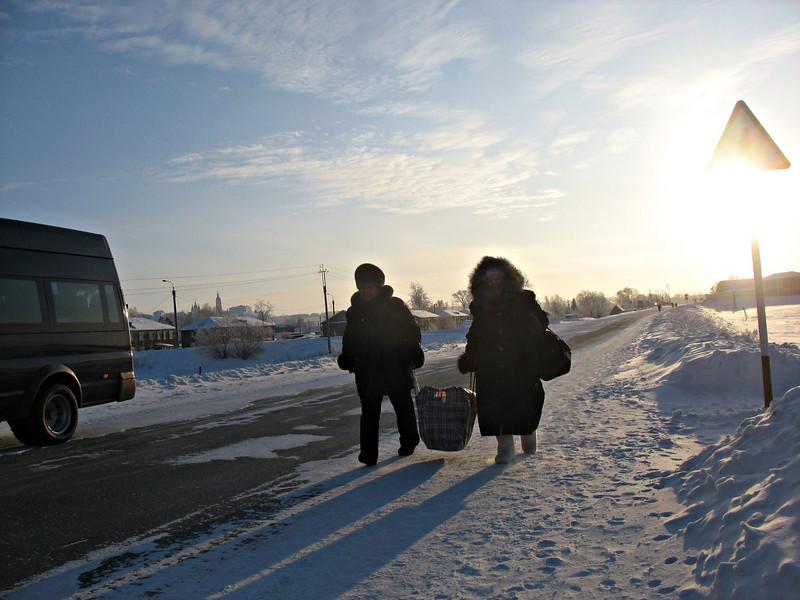 Carrying a heavy load. (Tobolsk, Russia)<br /> <br /> Зимние путники через речку Иртыш, Тобольск.