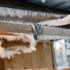 Ice crystals inside our outhouse! Изморозь на сводах деревянного сортира.